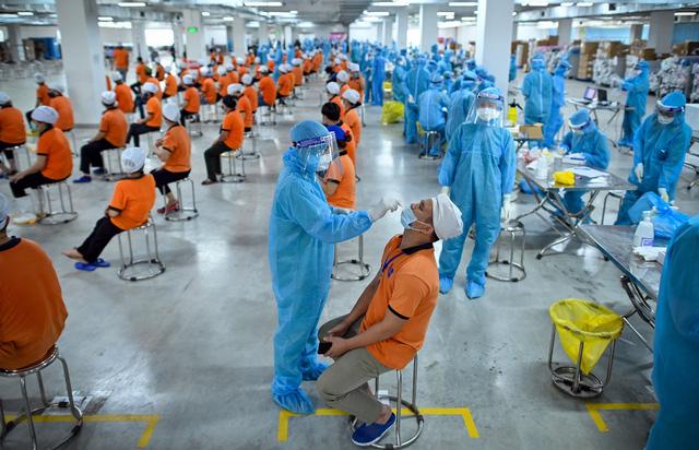 Sáng nay, 13 F1 ở Hà Nội trở thành F0; 2 nhân viên y tế từ chối xét nghiệm cho F1 - Ảnh 1.