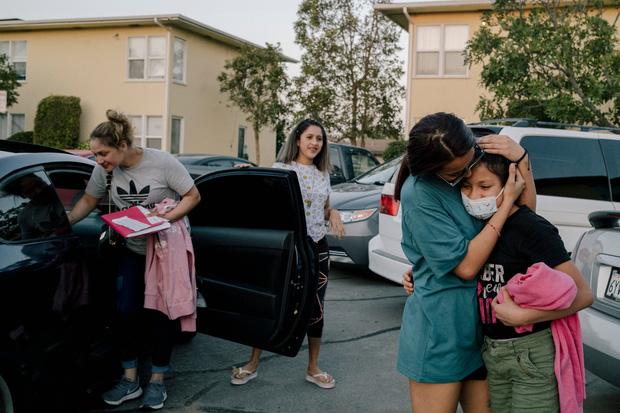 Liệu con có nhận ra mẹ không?: Câu hỏi xé lòng của những đứa trẻ vượt ngàn dặm đường để gặp mẹ sau gần một thập kỷ xa cách - Ảnh 2.