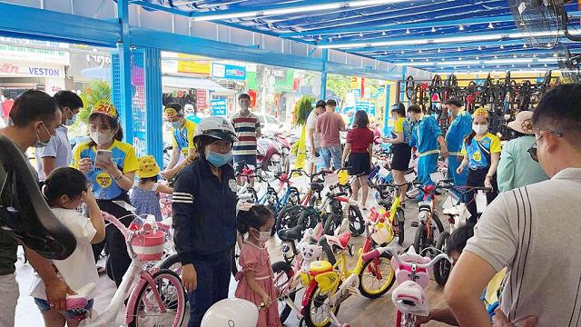 Sau xe đạp, Thế giới Di động sẽ bán cả ô tô, xe máy, xe điện? - Ảnh 1.