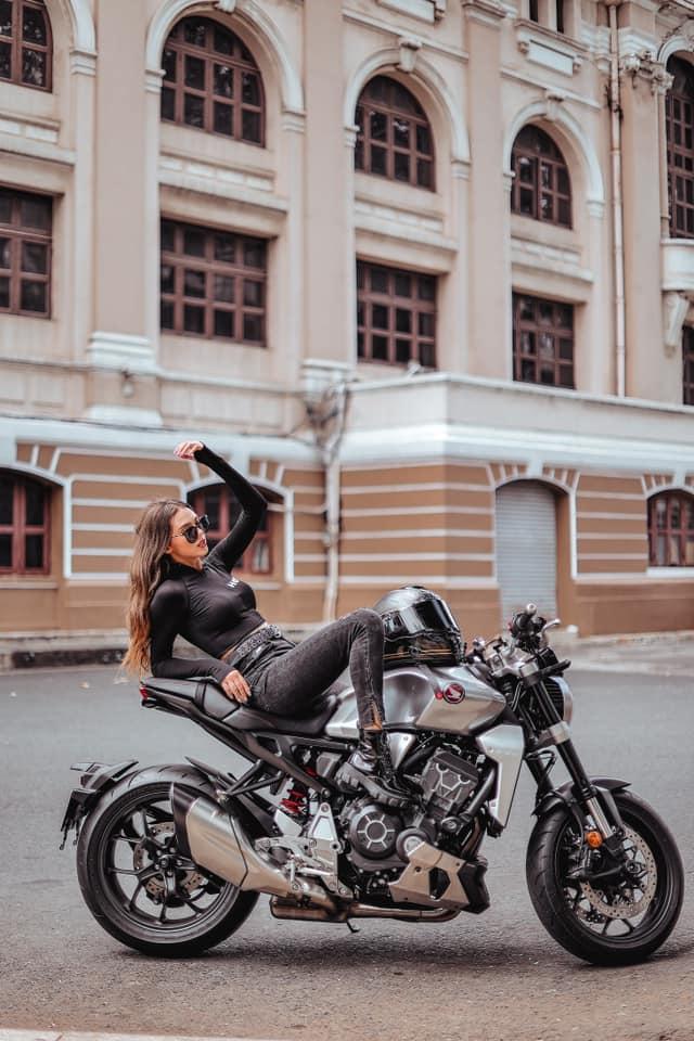 Không lên tuyển Việt Nam, Bùi Tiến Dũng thảnh thơi du hý cùng người đẹp Dianka - Ảnh 4.