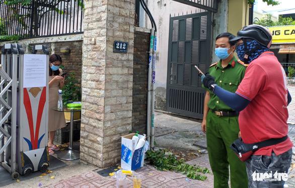 Tất cả công nhân ổ dịch cty Hosiden VN ở Bắc Giang có thể đã nhiễm bệnh; Bắt giám đốc 29 tuổi, chủ mưu đăng tải các clip liên quan bar Sunny - Ảnh 1.