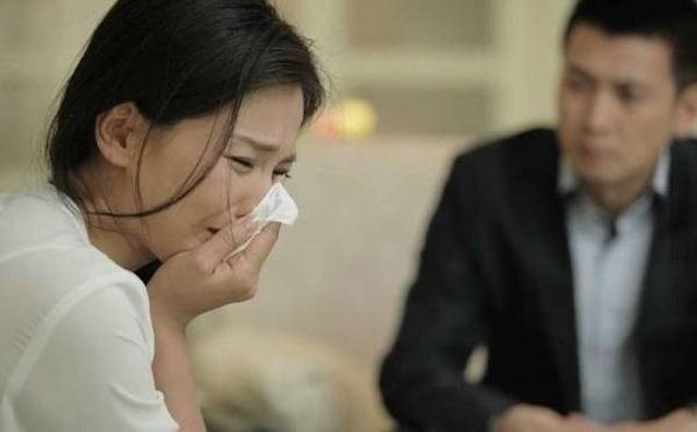 Chỉ thẳng mặt mắng chồng là kẻ ăn bám, người vợ bật khóc sau khi nghe con gái tiết lộ 1 sự thật - Ảnh 2.