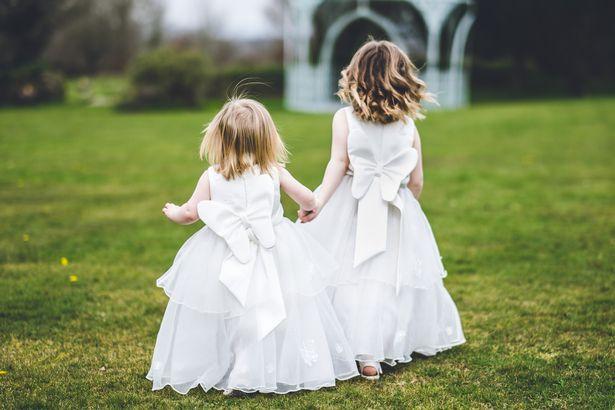 Em trai nhất quyết mời các chị gái ra khỏi lễ cưới vì vi phạm quy tắc này - Ảnh 1.