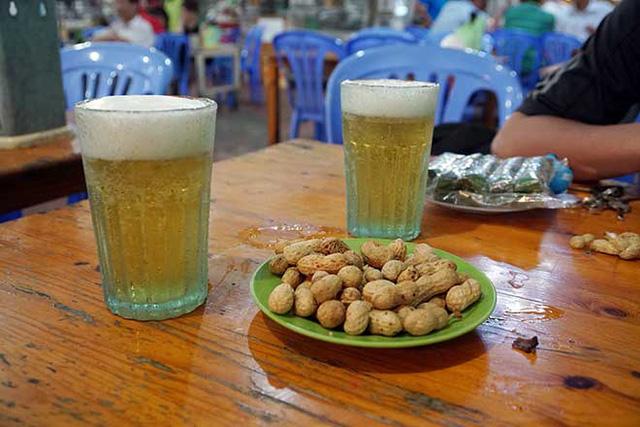 """Chuyện chưa kể về cốc bia vại """"huyền thoại"""" ở Hà Nội: Thiết kế trong 1 giờ, thống trị suốt 40 năm không có đối thủ - Ảnh 5."""
