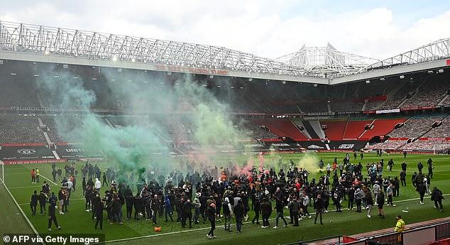 SỐC: Fan M.U chiếm sân Old Trafford trước đại chiến - Ảnh 7.