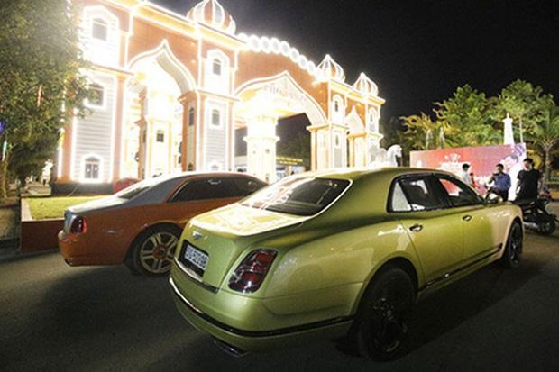 BST siêu xe nghe muốn xây xẩm mặt mày của bà Phương Hằng: Rolls-Royce mà màu trắng, đỏ, cam có hết! - Ảnh 4.