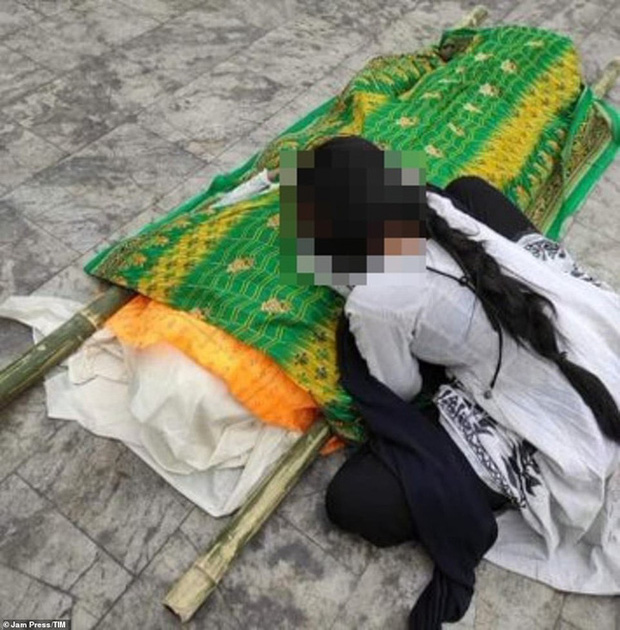 Bi thương ở Ấn Độ: Con gái bật khóc bên thi thể mẹ nhiễm Covid-19 bị xâm hại tập thể đến chết trong bệnh viện, chi tiết vụ việc gây căm phẫn - Ảnh 2.
