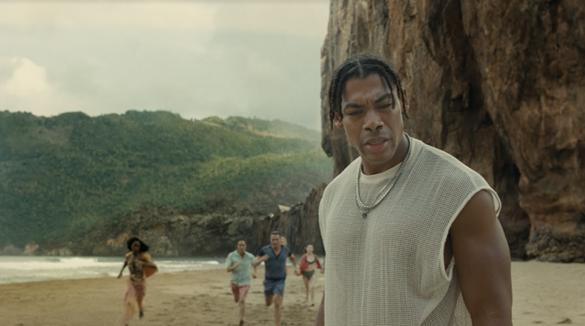 Sự trở lại của phù thuỷ M.Night Shyamalan trong phim mới - Ảnh 2.