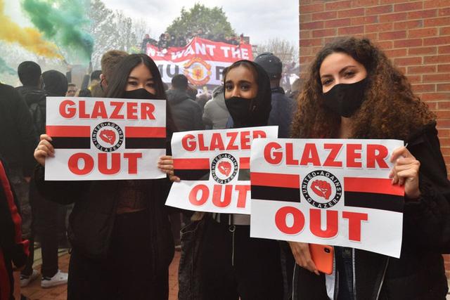 Man Utd – Liverpool: CĐV làm loạn, trận derby nước Anh buộc phải hoãn - Ảnh 2.