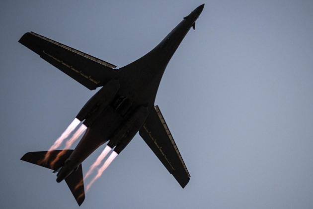 3 oanh tạc cơ chiến lược Mỹ suýt bị bắn rơi gần Nga - QĐ Ukraine cấm trại binh lính, chuẩn bị đánh lớn ở Donbass? - Ảnh 1.