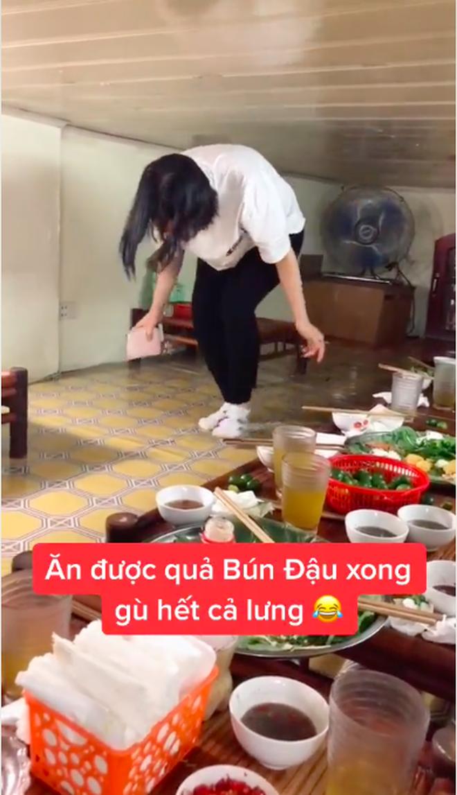 Việt Nam có tiệm bún đậu chui ăn xong là… gù hết cả lưng, hội sợ không gian hẹp nhìn một phát mà muốn té xỉu - Ảnh 3.