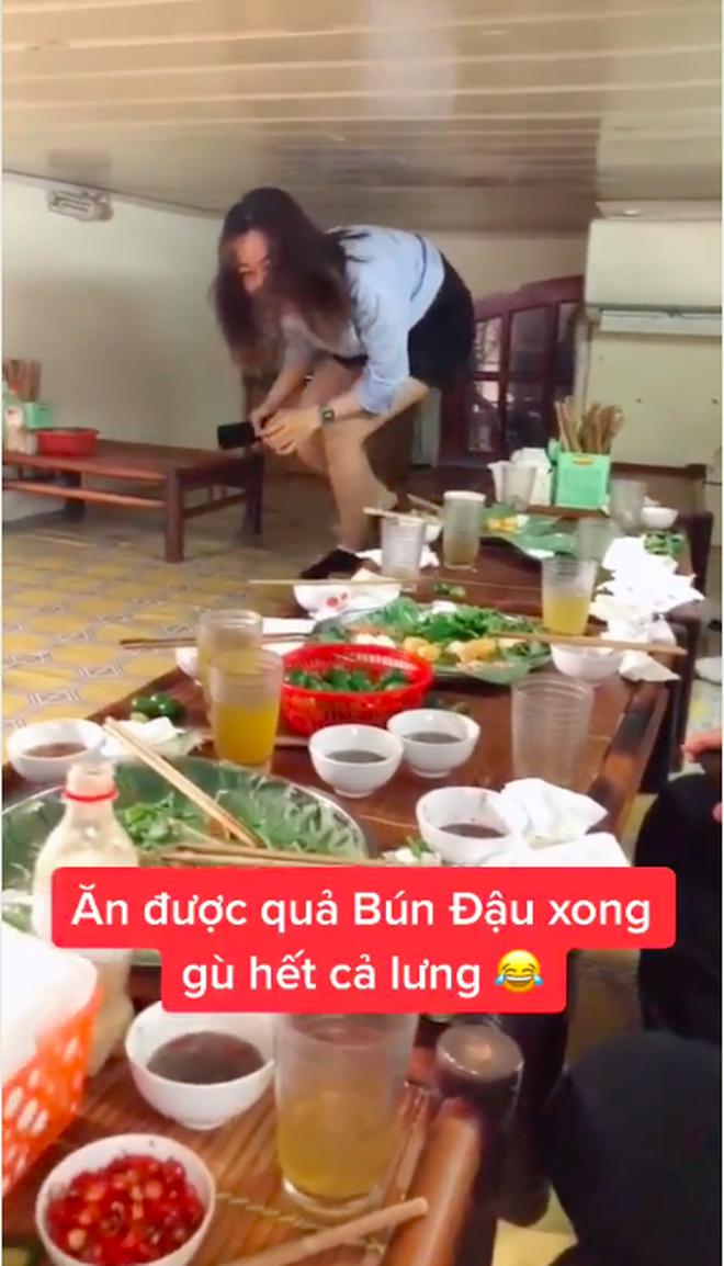 Việt Nam có tiệm bún đậu chui ăn xong là… gù hết cả lưng, hội sợ không gian hẹp nhìn một phát mà muốn té xỉu - Ảnh 4.