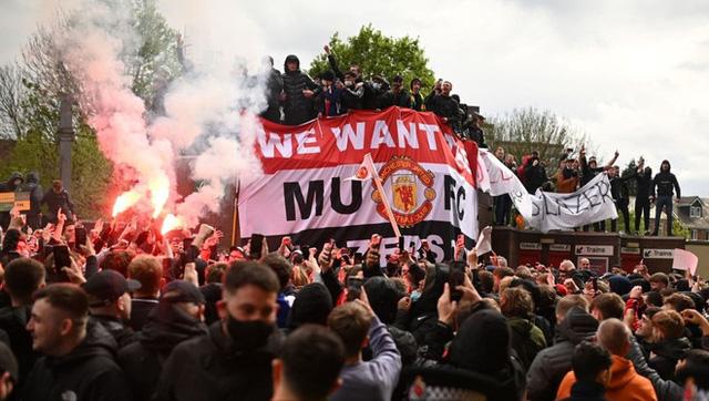 Man Utd – Liverpool: CĐV làm loạn, trận derby nước Anh buộc phải hoãn - Ảnh 3.