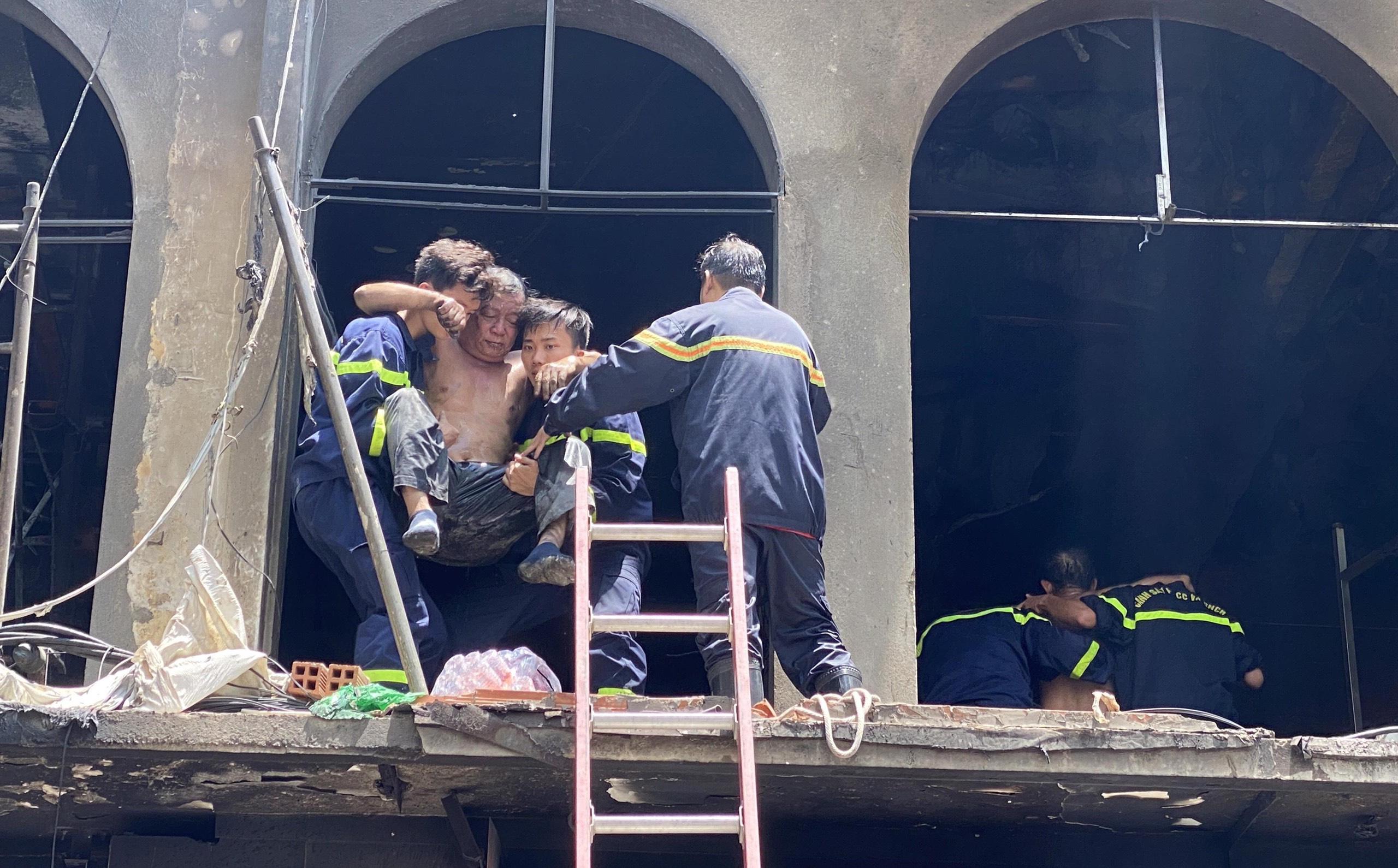 Tạm giữ nhiều người để điều tra vụ cháy dãy nhà ở trung tâm Sài Gòn