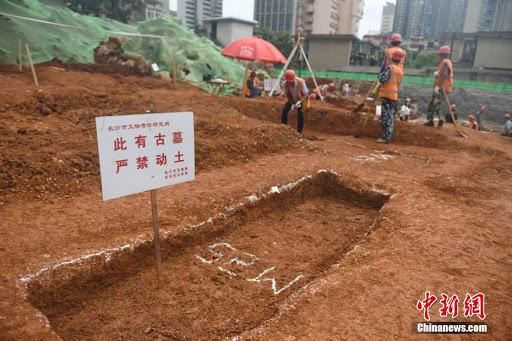 42 mộ cổ Trung Quốc vừa được phát hiện trên công trường: Đội khảo cổ bất ngờ khi thấy hình dáng lăng! - Ảnh 2.