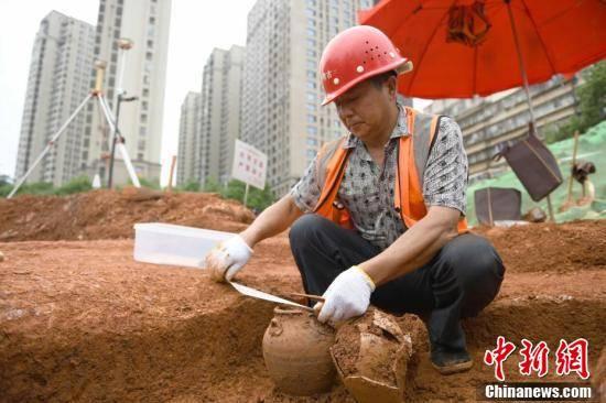 42 mộ cổ Trung Quốc vừa được phát hiện trên công trường: Đội khảo cổ bất ngờ khi thấy hình dáng lăng! - Ảnh 4.