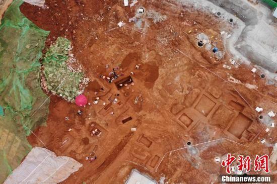 42 mộ cổ Trung Quốc vừa được phát hiện trên công trường: Đội khảo cổ bất ngờ khi thấy hình dáng lăng! - Ảnh 1.