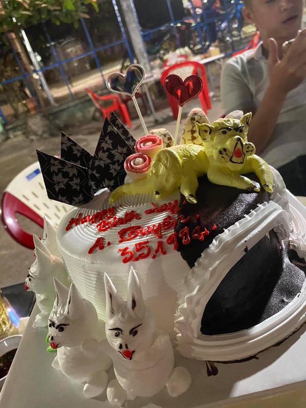 Thanh niên 9x được tặng bánh sinh nhật có hình thú kỳ quái, dân mạng xem xong không đoán ra được tuổi gì! - Ảnh 1.