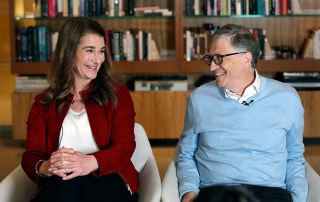 Góc khuất không ngờ phía sau cuộc hôn nhân 'tưởng như màu hồng' của Bill Gates: Làm gì có ông chồng nào tự nhiên lại đi... rửa bát, đặc biệt là tỷ phú? - ảnh 1