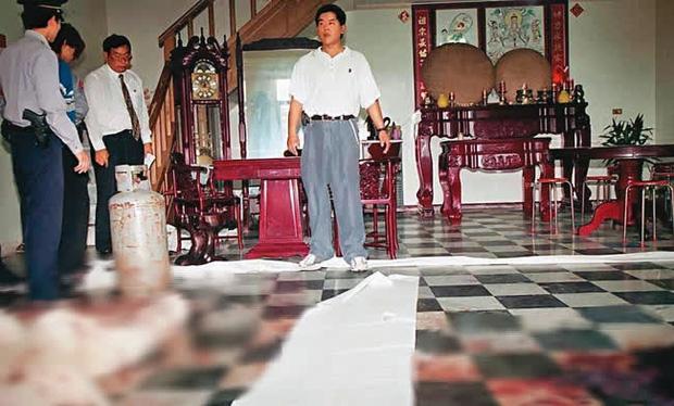 Đôi vợ chồng bị giết bởi hàng trăm nhát dao, chiếc đồng hồ và con chó bỗng trở thành manh mối, hé lộ bi kịch gia đình không tưởng tượng nổi - Ảnh 2.