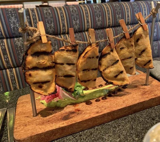 """Hễ các nhà hàng cao hứng """"bày vẽ"""" là thực khách lại câm nín và bó tay: Xin cho tôi bữa ăn bình thường được không? - Ảnh 3."""