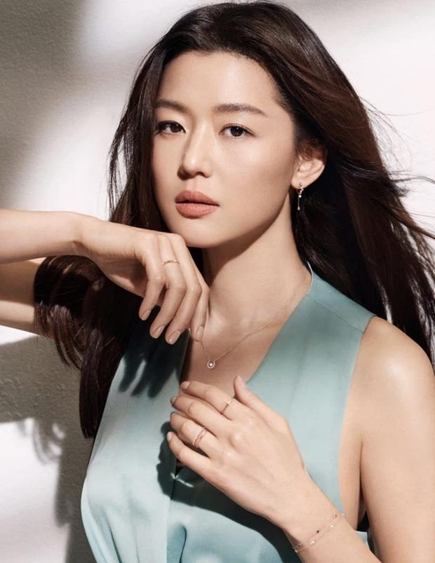 Ảnh tạp chí huyền thoại 10 năm trước gây tranh cãi vì 1 vấn đề: 2 đại mỹ nhân Hoa - Hàn Lý Băng Băng và Jeon Ji Hyun đọ sắc, ai đẹp hơn? - Ảnh 5.