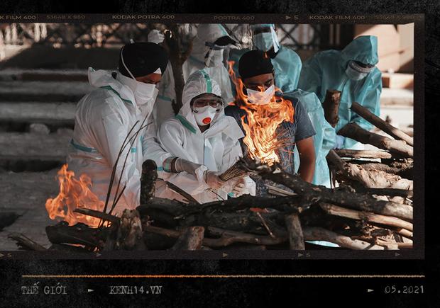 Một ngày tại lò hỏa táng giữa ''địa ngục Covid'' Ấn Độ: Khi cái chết là sự thật duy nhất trong các lò hỏa thiêu đang đỏ lửa ngày đêm - ảnh 11