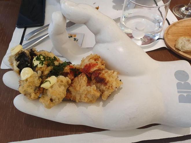 """Hễ các nhà hàng cao hứng """"bày vẽ"""" là thực khách lại câm nín và bó tay: Xin cho tôi bữa ăn bình thường được không? - Ảnh 9."""