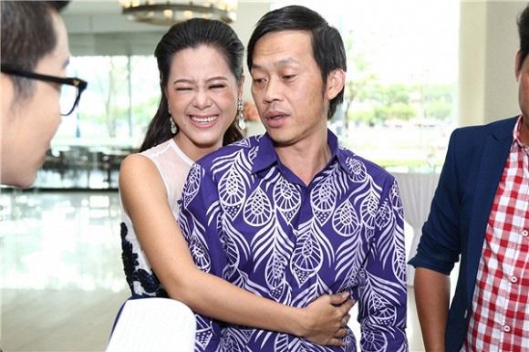 Bị bà Nguyễn Phương Hằng chỉ trích gay gắt vẫn im lặng, Hoài Linh là người sống ra sao? - Ảnh 5.