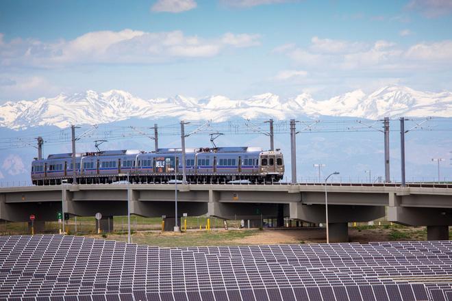 Tại sao không biến sân bay thành một trang trại điện mặt trời khổng lồ? - Ảnh 2.