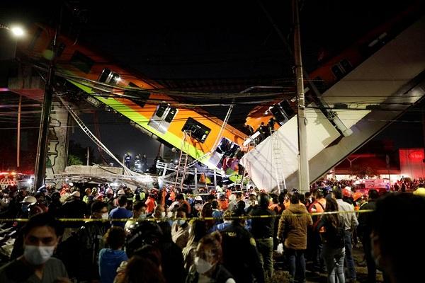 Hiện trường ám ảnh vụ sập cầu ở Mexico khiến gần 100 người thương vong - ảnh 1