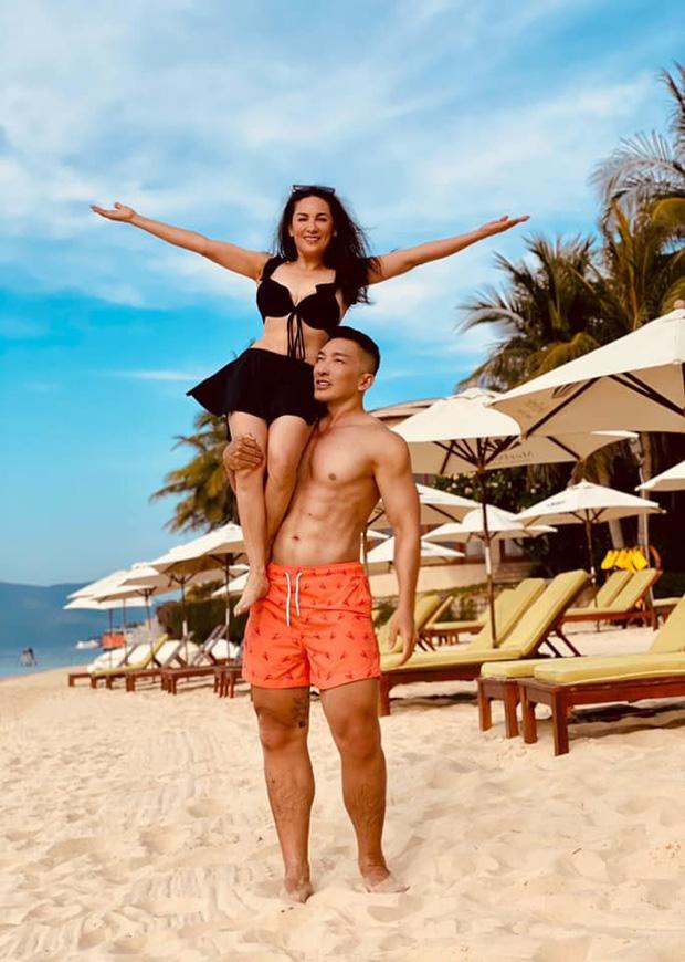Phi Nhung hiếm hoi mặc bikini khoe body tuổi 49, còn được trai đẹp 6 múi bế bổng cười tươi roi rói - ảnh 3