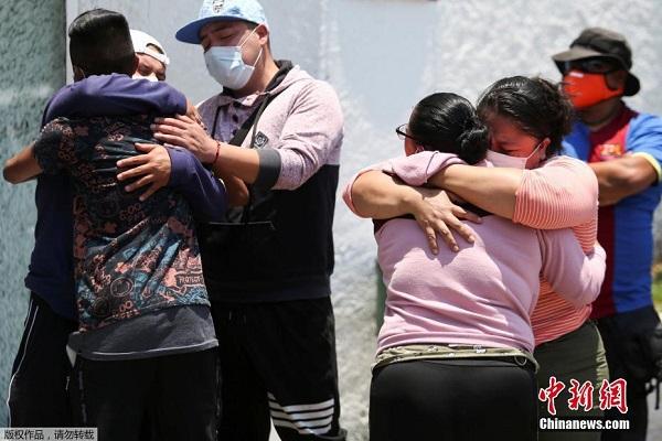 Hiện trường ám ảnh vụ sập cầu ở Mexico khiến gần 100 người thương vong - ảnh 5