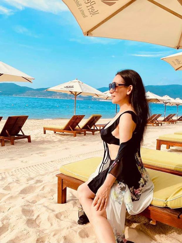Phi Nhung hiếm hoi mặc bikini khoe body tuổi 49, còn được trai đẹp 6 múi bế bổng cười tươi roi rói - ảnh 5