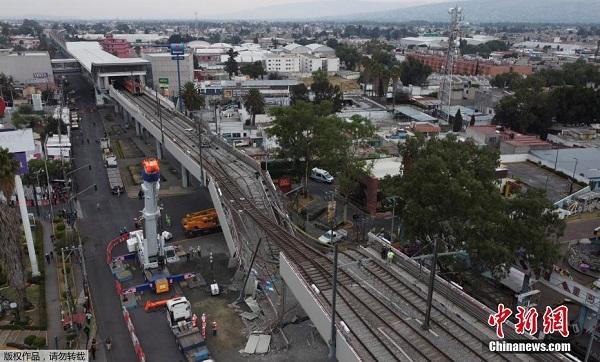 Hiện trường ám ảnh vụ sập cầu ở Mexico khiến gần 100 người thương vong - ảnh 6