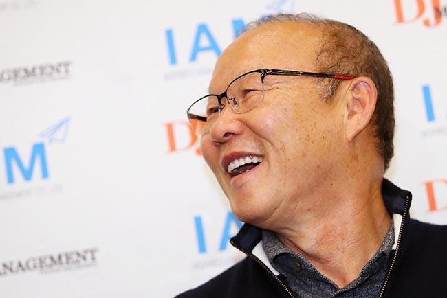 Trả lời báo Hàn, HLV Park nói một câu đầy cứng rắn về khả năng bị thay thế bởi Kiatisuk - Ảnh 1.