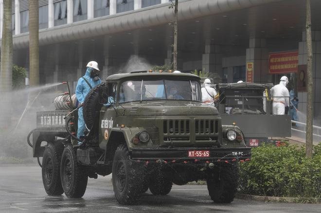 27 cán bộ công an Hà Nội là F1 vì đưa tội phạm vào BV Bệnh Nhiệt đới Trung ương xét nghiệm - Ảnh 2.