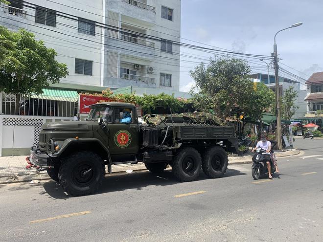 Trưởng khoa của Bệnh viện Quân Y 105 dương tính với SARS-CoV-2; Có 5 người mắc Covid-19, Thái Bình giãn cách xã hội toàn tỉnh - Ảnh 1.