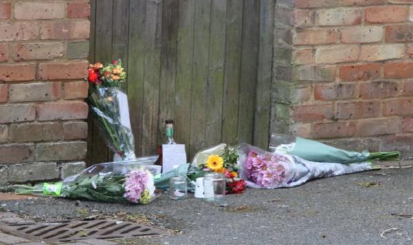 Giúp đỡ người vô gia cư, người cha 4 con tại Anh nhận cái chết thương tâm - Ảnh 2.