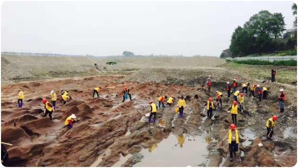 """Ông lão người Tứ Xuyên đào trộm được con dấu ở sông Mân Giang và bán với giá 8 triệu NDT: 3 năm sau, """"quả báo"""" ập đến - Ảnh 2."""