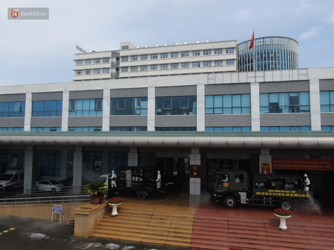 Ảnh: Quân đội tổng lực phun khử khuẩn, tiêu độc Bệnh viện Bệnh Nhiệt đới Trung ương cơ sở 2 - Ảnh 5.