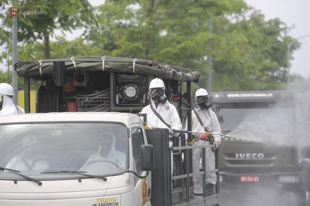 Ảnh: Quân đội tổng lực phun khử khuẩn, tiêu độc Bệnh viện Bệnh Nhiệt đới Trung ương cơ sở 2 - Ảnh 9.