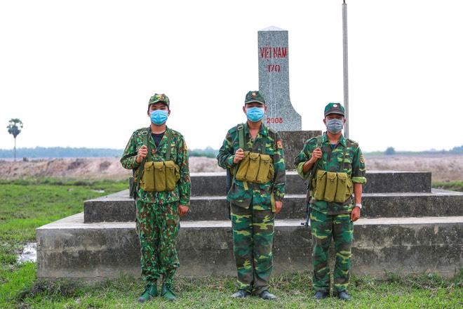Chống Covid ở biên giới Tây Nam: Bộ đội cần thêm đèn pin, thuốc chống muỗi, mỳ tôm, nước - Ảnh 2.