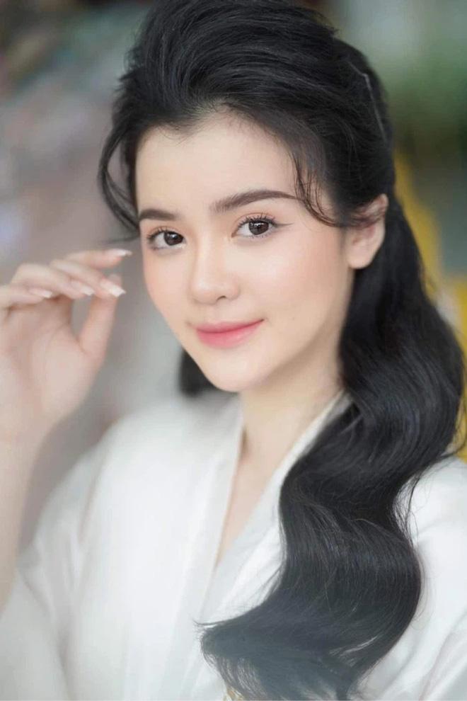 Con dâu nữ đại gia Phương Hằng bị khui loạt ảnh quá khứ khác lạ, thay đổi nào tạo nên thần thái dâu hào môn? - Ảnh 1.