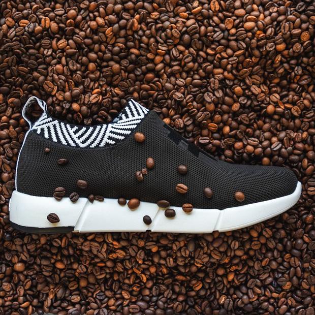 9X Việt làm giày từ bã cà phê được Forbes vinh danh nói gì khi bị tố bóc lột, huỷ hợp đồng dồn đồng hương vào đường cùng? - Ảnh 2.
