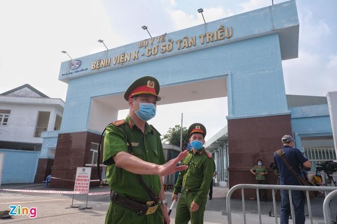 Bộ Y tế ghi nhận 40 ca Covid-19 cộng đồng, riêng Hà Nội 24 ca; Phó Chủ tịch TP.HCM: TP.HCM ghi nhận nhiều F1, sắp tới rất căng thẳng - Ảnh 1.