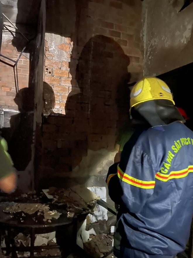 Vụ cháy thương tâm làm 8 người tử vong: Mấy cháu nhỏ trong nhà chiều nay đón cô giáo đến dạy kèm thì gặp nạn - Ảnh 1.