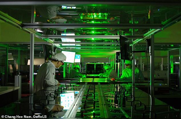 Tạo ra tia laser khủng, tương đương rọi toàn bộ ánh Mặt trời trên Trái đất vào một tế bào - Ảnh 1.