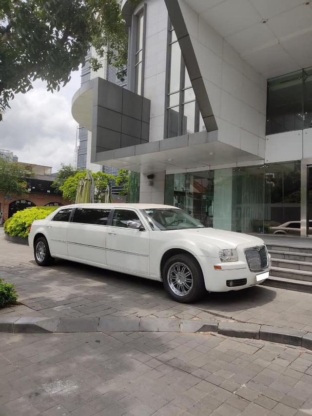 Bán limousine dài 6,4 mét siêu hiếm giá 3,2 tỷ, đại gia chia sẻ: Cả Việt Nam có 2 chiếc, nội thất hơn hẳn Mercedes-Maybach - Ảnh 1.