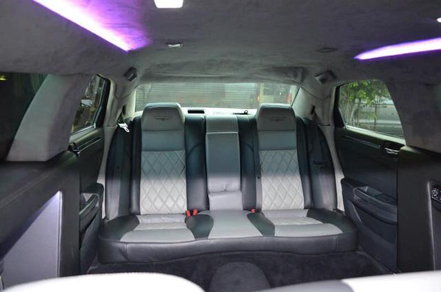 Bán limousine dài 6,4 mét siêu hiếm giá 3,2 tỷ, đại gia chia sẻ: Cả Việt Nam có 2 chiếc, nội thất hơn hẳn Mercedes-Maybach - Ảnh 3.
